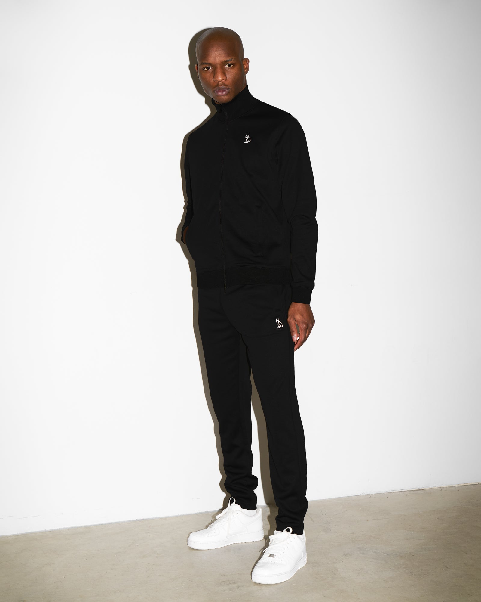 FAMILIA POLY FLEECE SWEATPANT - BLACK