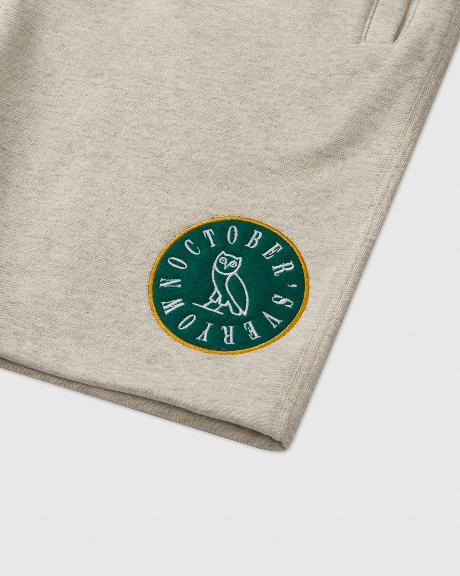 CIRCLE WORDMARK PATCH SWEAT SHORT - EGGSHELL HEATHER IMAGE #2