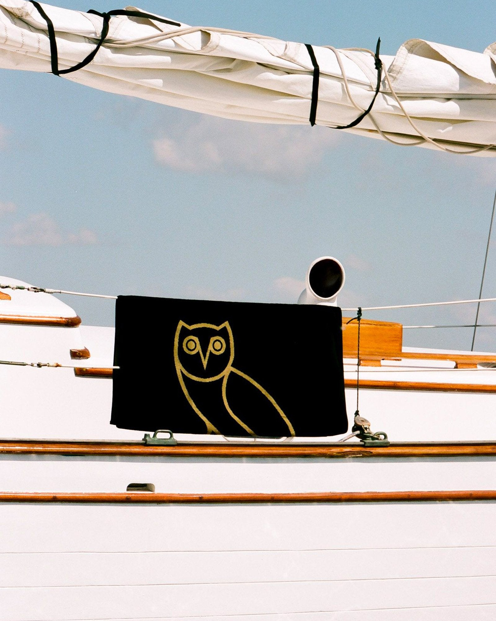 OVO® RESORT TOWEL - BLACK/GOLD IMAGE #2