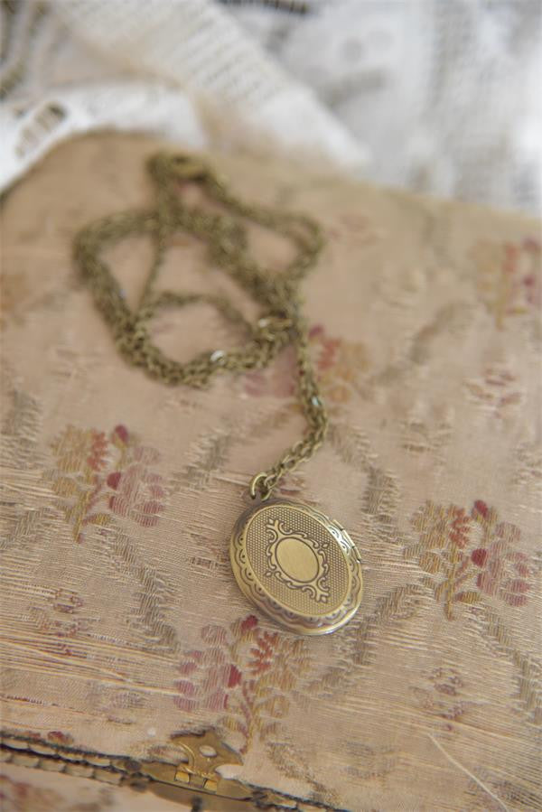 ANTIQUE GOLD MEDALLION NECKLACE