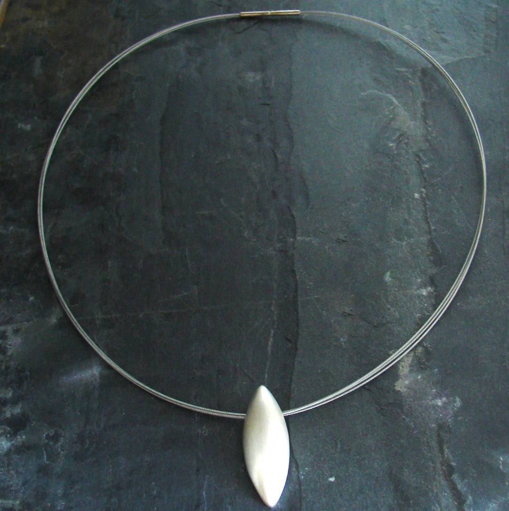 minimilist necklace