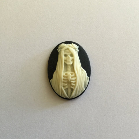 Santa Muerte Skeleton Lady in Gown cameo - 25x18mm - (TU Original Design)