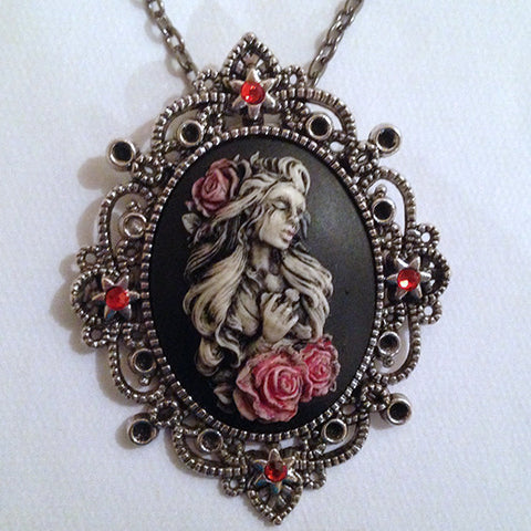 Crying weeping Beauty Lady with cross cameo - 40x30mm
