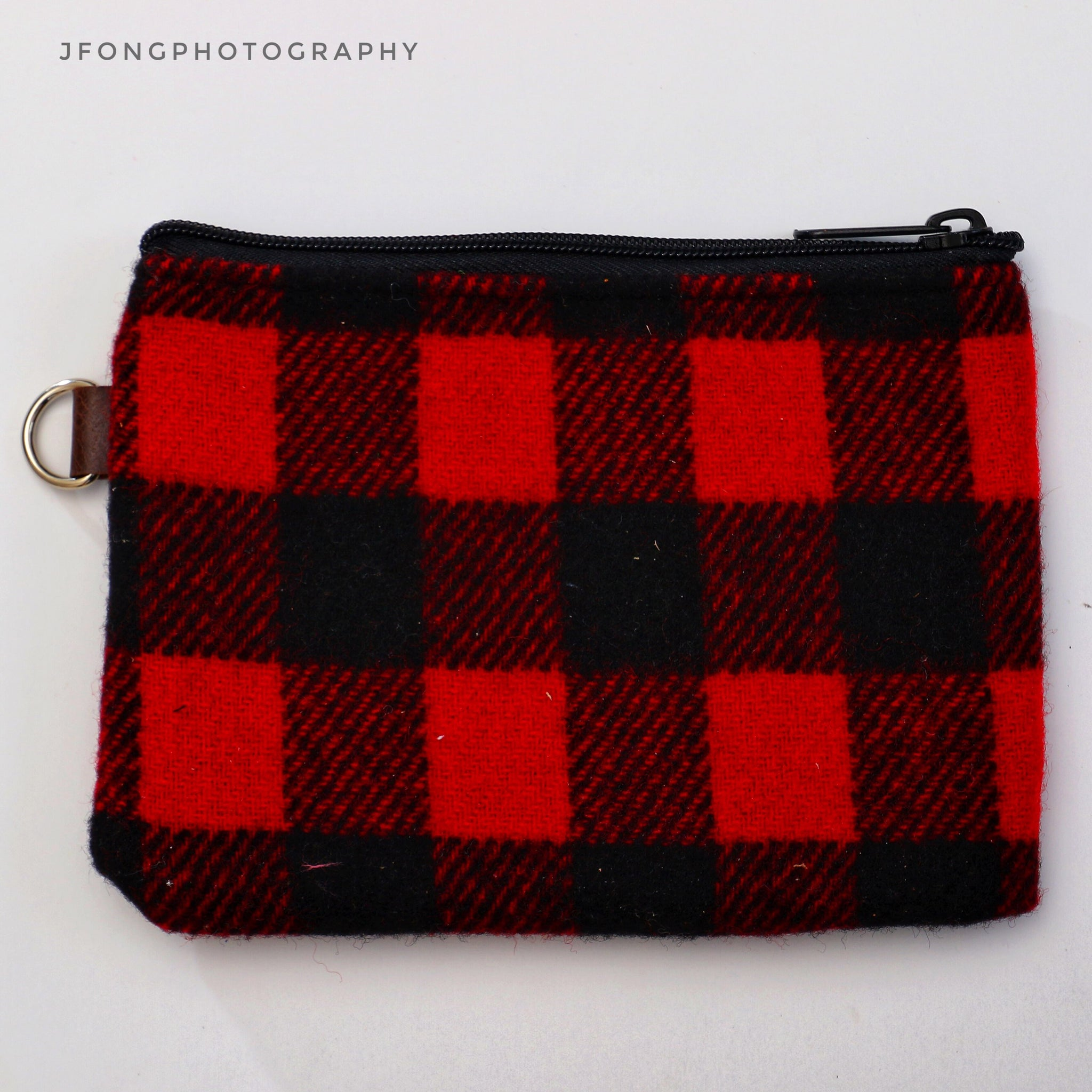 BLACK AND RED SEAMUS/OGA ZIP POUCH