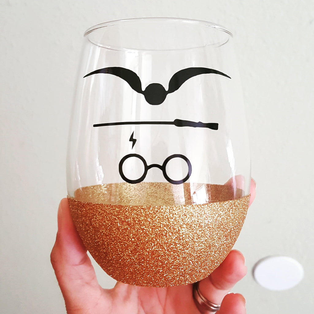 "Harry Potter Design ""Snitch, Wand & Scar ""- {Glitter} Wine Glass"