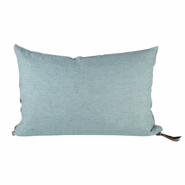 Dress-up your bed or your sofa with Maison de Vacances 100% washed linen colourful cushions. There are the indispensable finishing touch to your decor