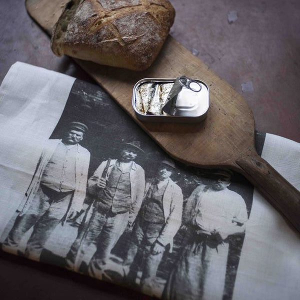 Serie Limitee Louise 100% linen tea towel are made entirely in France with natural and sustainable materials and screen printed with vintage photographs and illustrations