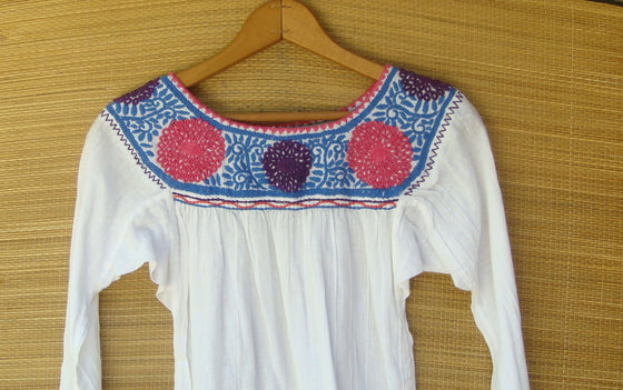 Mexican Blouse Huipil White Peasant Multicolor Embroidered Flowers Girl