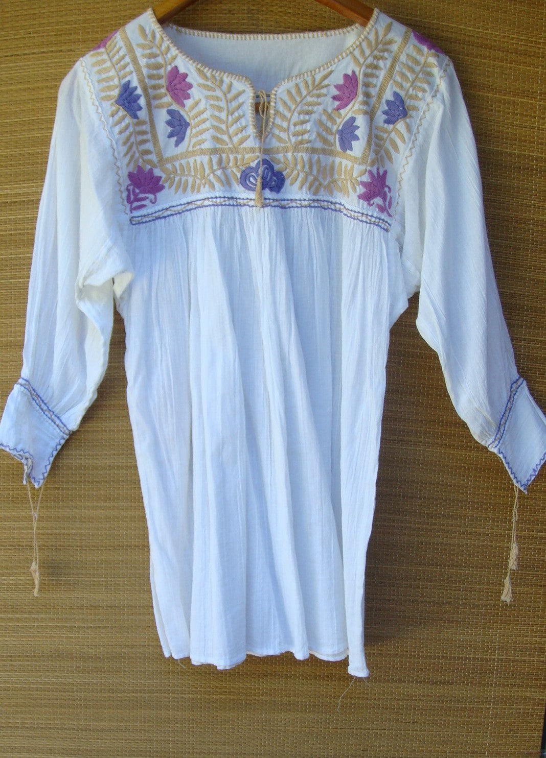Mexican Peasant Blouse Huipil Hand Embroidery White Multi color Floral X-Small