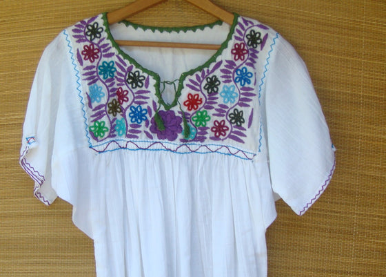 Mexican Blouse Huipil White Peasant Multicolor Embroidered Flowers XS