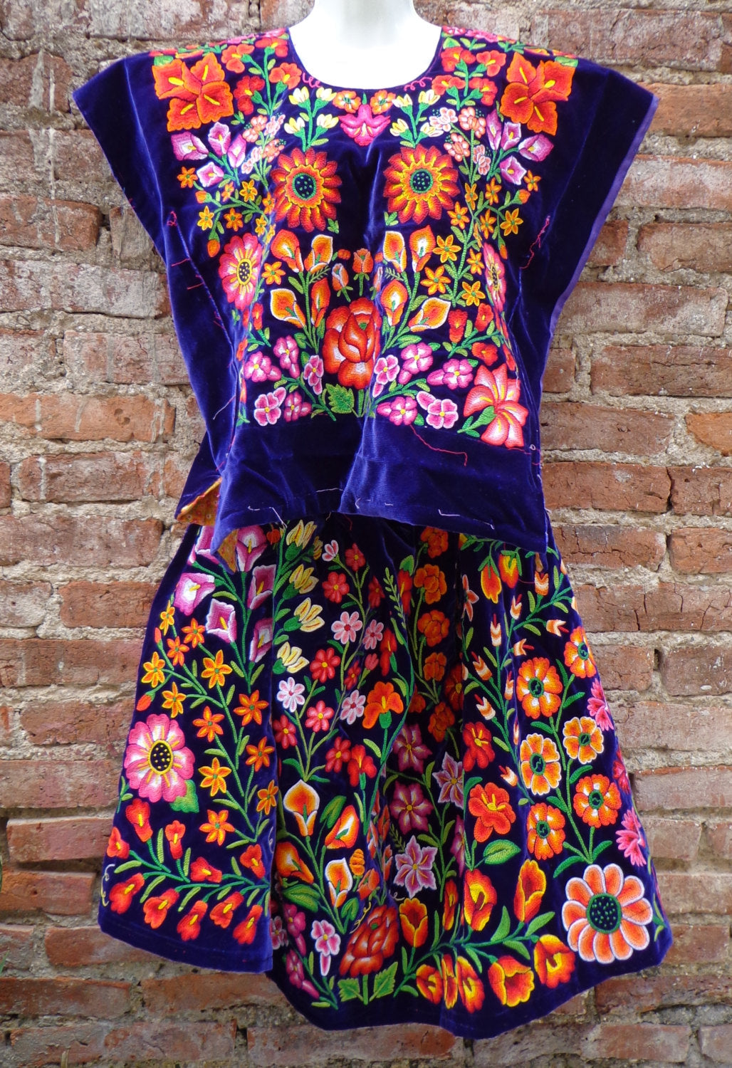 Tehuana Huipil Dress outfit Hand Embroidered from Oaxaca Vintage Mexican