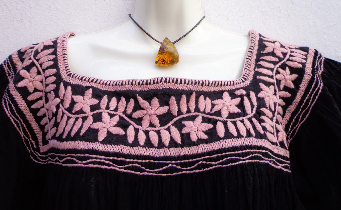 Mexican Huipil Peasant Blouse Mayan with Flowers Embroidery from Chiapas M