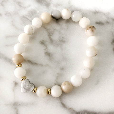 White Druzy Heart Stretch Bracelet (white Opal beading)