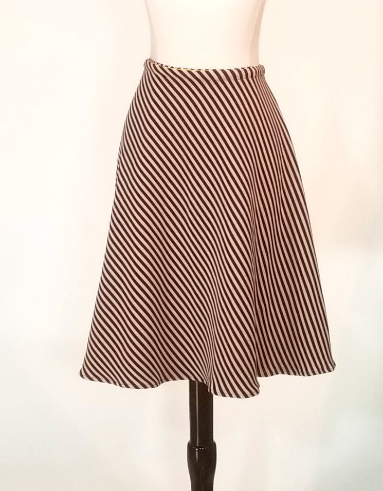 Knee Length SnapSkirt [Black/Tan Stripe]