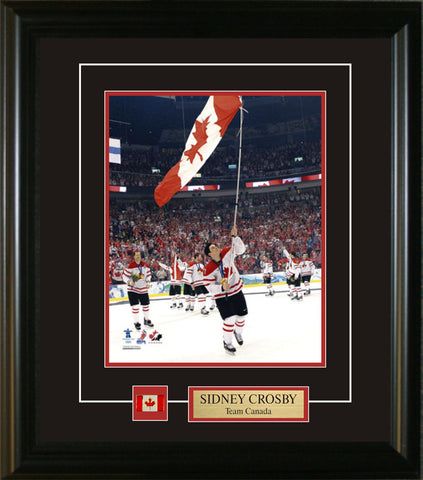 Sidney Crosby - 8x10 Pin & Plate Team Canada 2010 Carrying The Flag