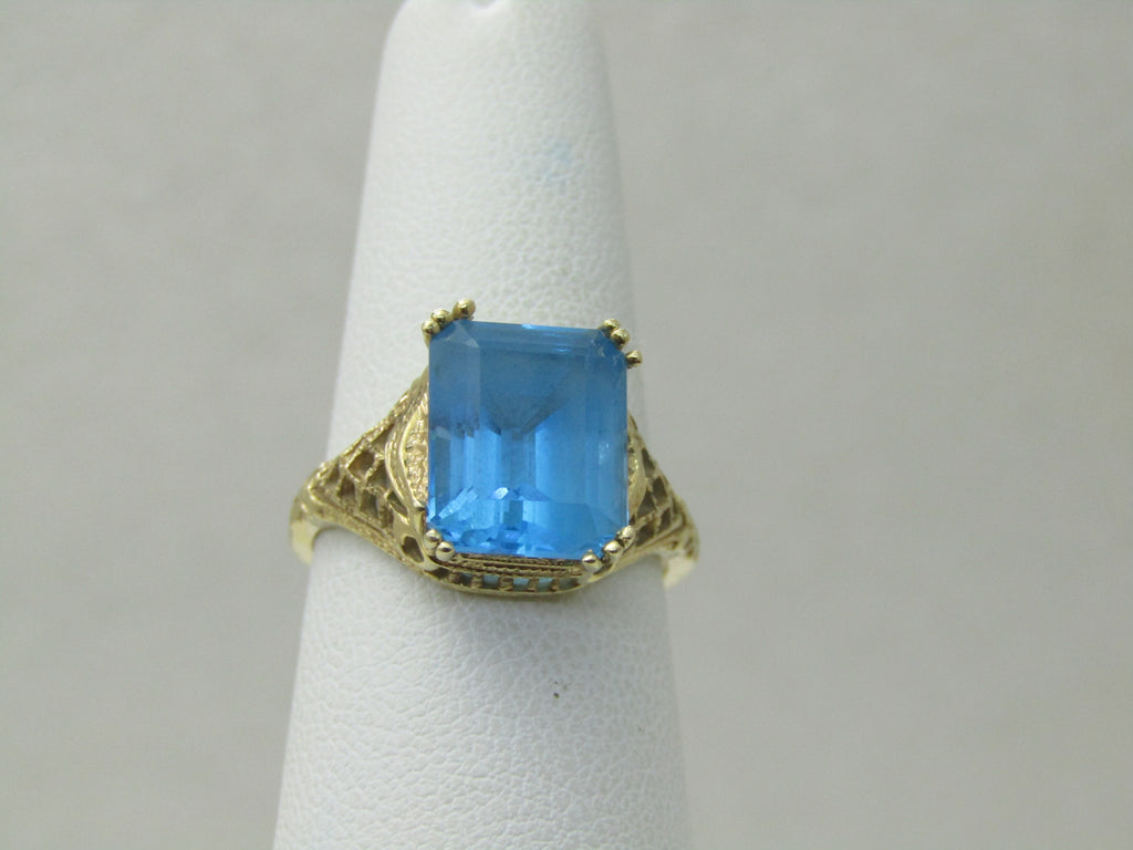 14kt Swiss Blue Topaz Ring, 5.25 TCW, Sz. 7.5, 4.22.gr. Vintage Themed Design