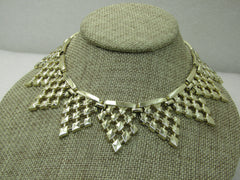 "Vintage Pointed Wreath Necklace, Diamond Pattern, 16"", Gold Tone, 1960's"