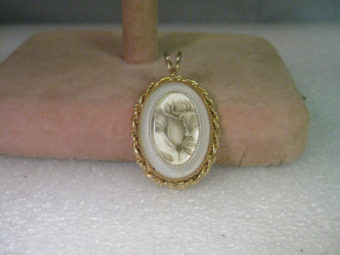 Vintage Pendant, Rose Bud Floral Cameo Style, Gold tone, raised - Very Nice