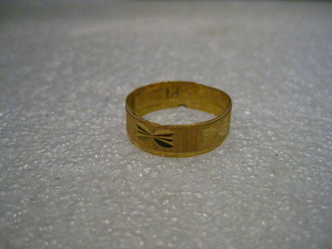 14kt gold Etched Wedding Band, Size 8, 6mm wide