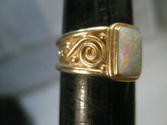 Vintage 14kt Gold Opal Band Ring, Size 8.5. 5.66 grams