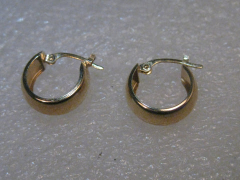 "14kt Gold Hoop Pierced Earrings, 1/2"", 5.5 mm wide, .94 grams."