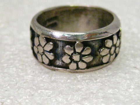 Sterling Silver  BOHO Daisy Floral Band, Ring, size 7.5, signed Cellini, 7.90 grams