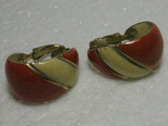 "Vintage 1970's/80's Goldtone Base, Red & Cream Enameled 1"" Scoop/Hoop Clip Earrings"