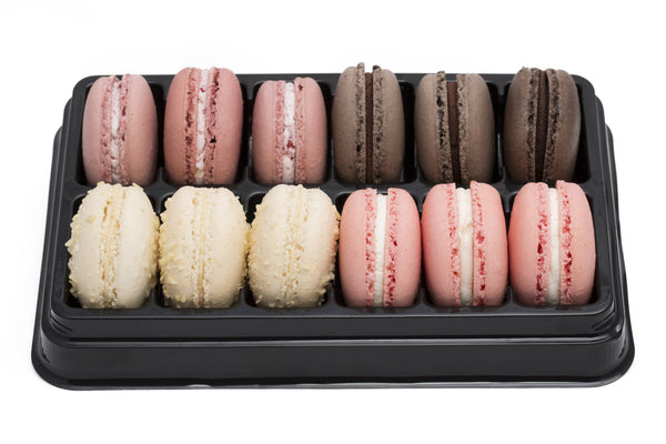 Black tray of 12 macarons, Assortment B