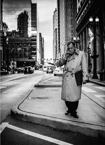 man on streets of Chicago, shot by street photographer Edgar Corona