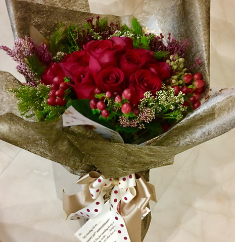 Roses Hand Bouquet Singapore | Flower Delivery Singapore | Florist Singapore