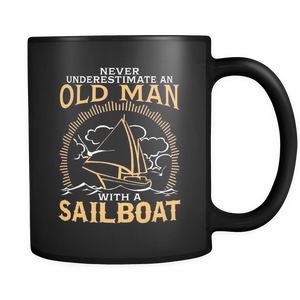 Black Mug-Never Underestimate an Old Man With a Sailoat ccnc007 sb0014