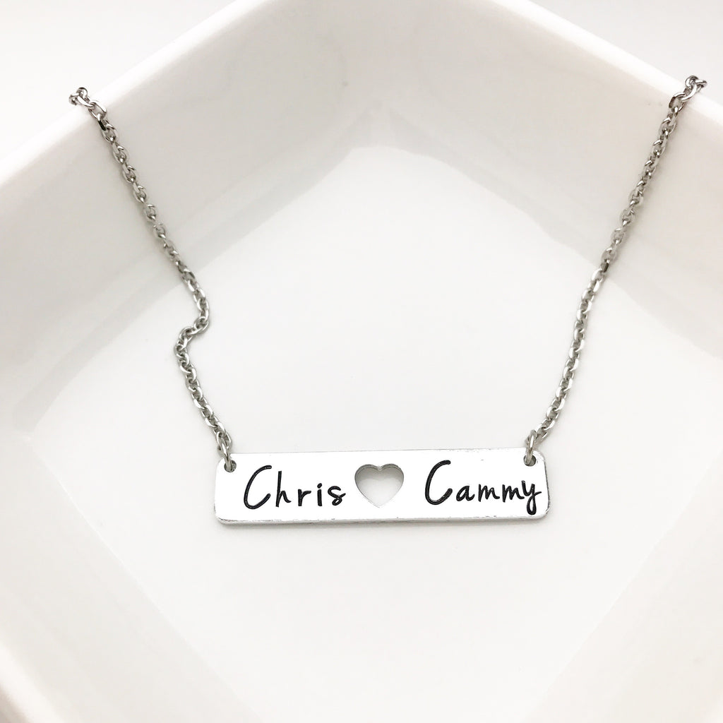 SIMPLE BAR WITH HEART NECKLACE