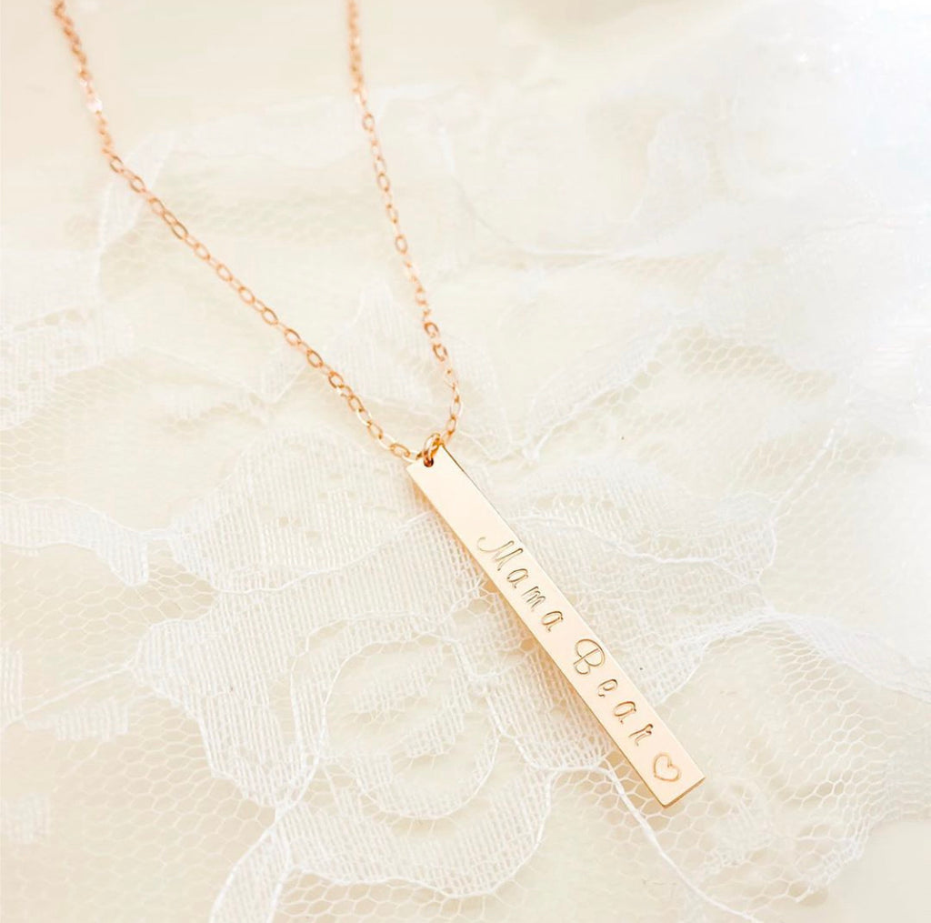 GRACEFUL VERTICAL BAR NECKLACE