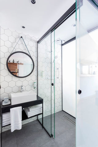 Black and white interior design ideas for bathrooms