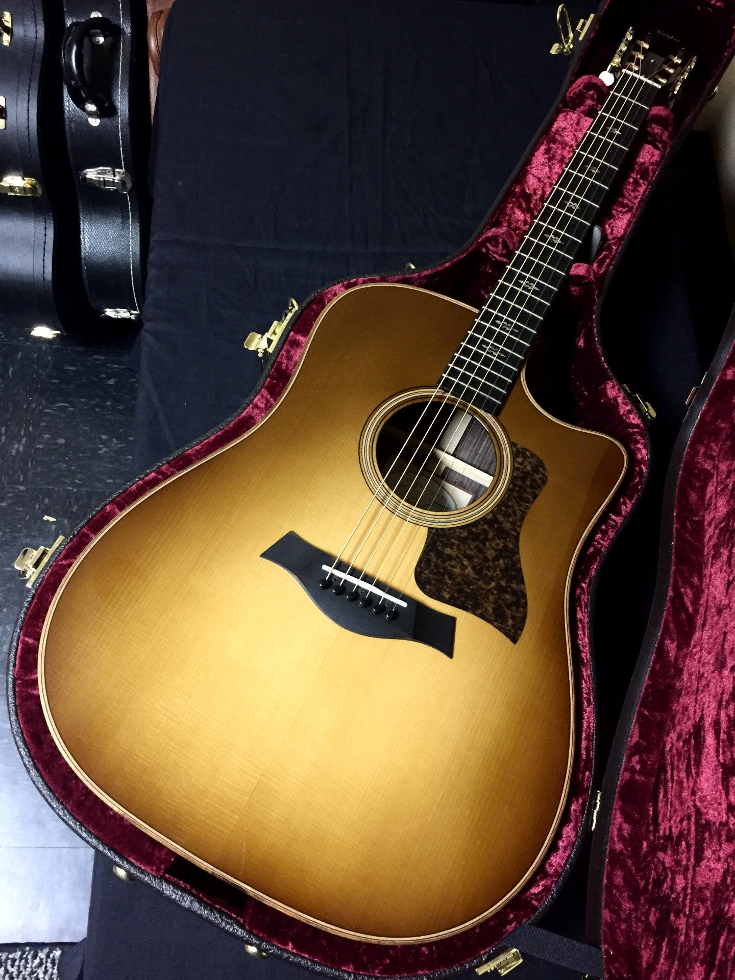 Taylor 710ce Light Sunburst