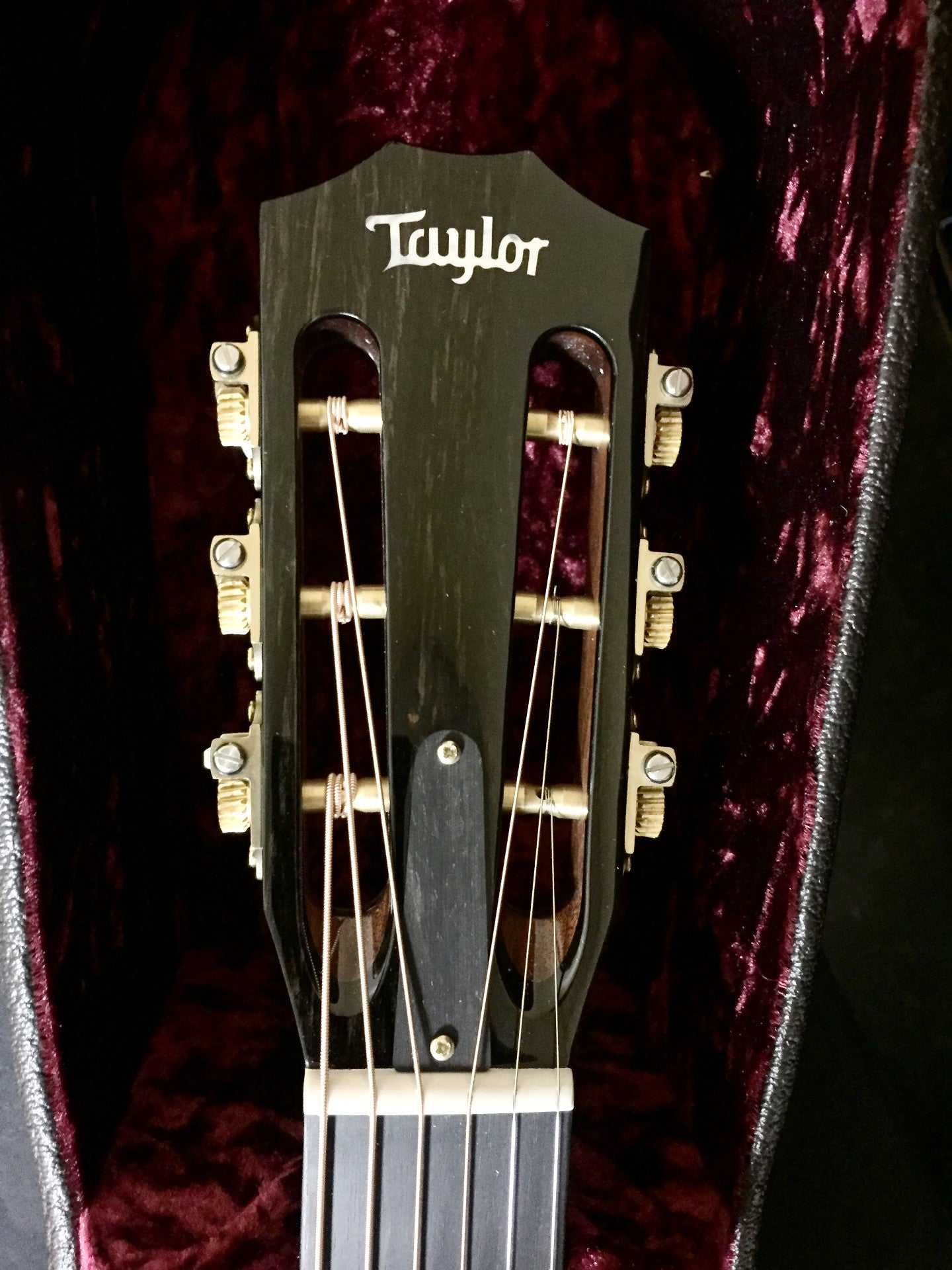 **** SOLD **** Taylor 710ce Light Sunburst