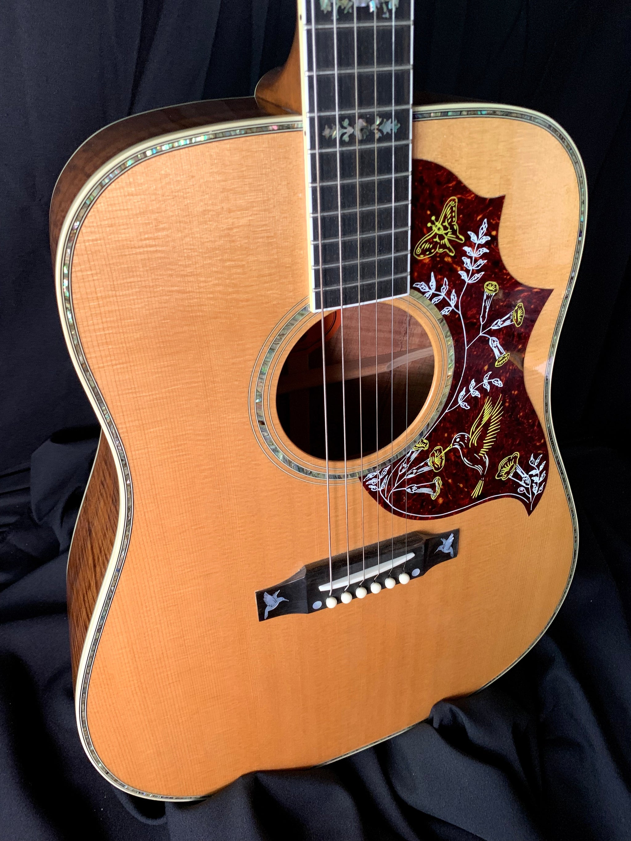 "**** SOLD**** 2001 Gibson Hummingbird ""Birds In Flight"" KOA"