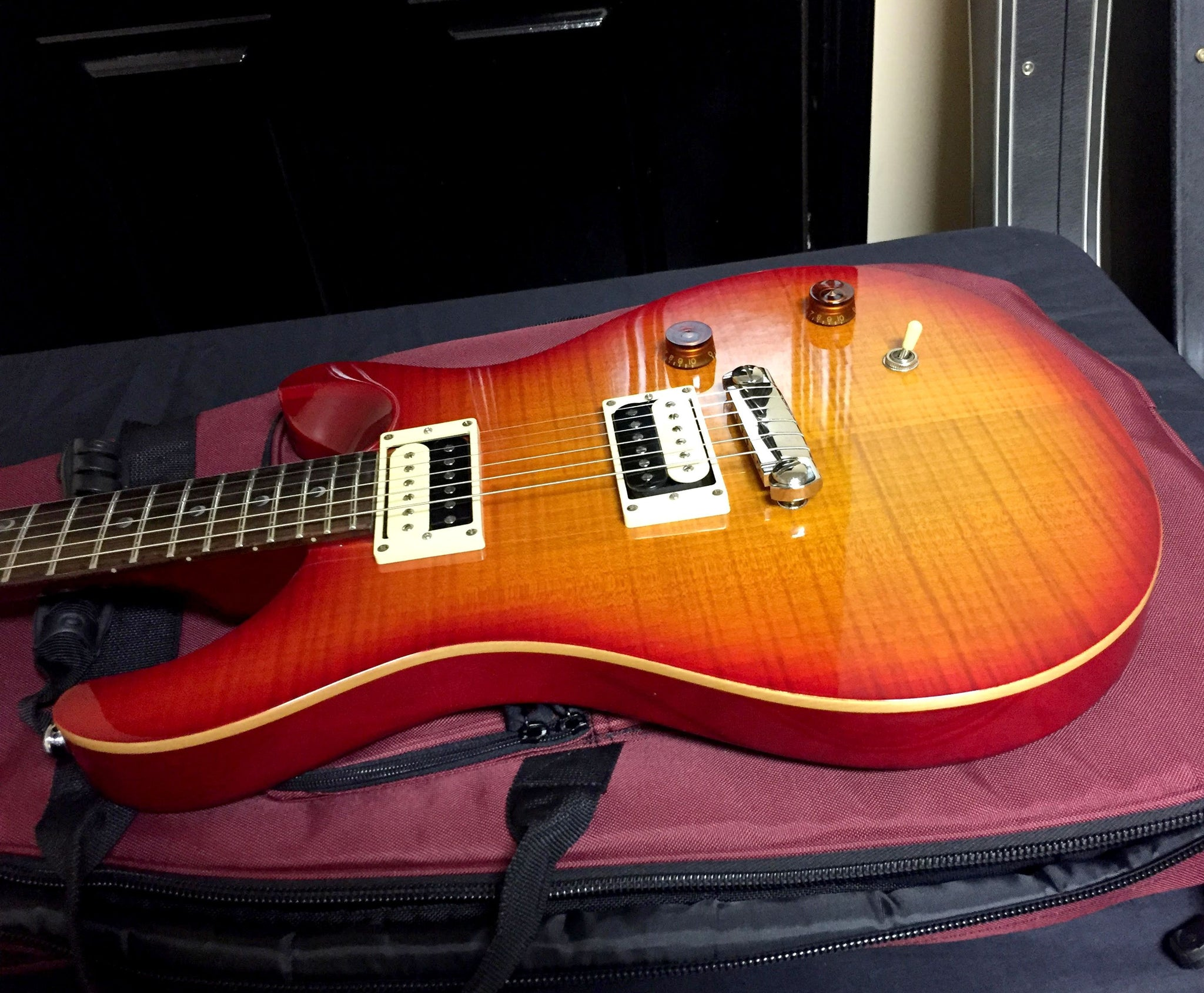 Paul Reed Smith SE Custom 22 Cherry Sunburst ****SOLD****