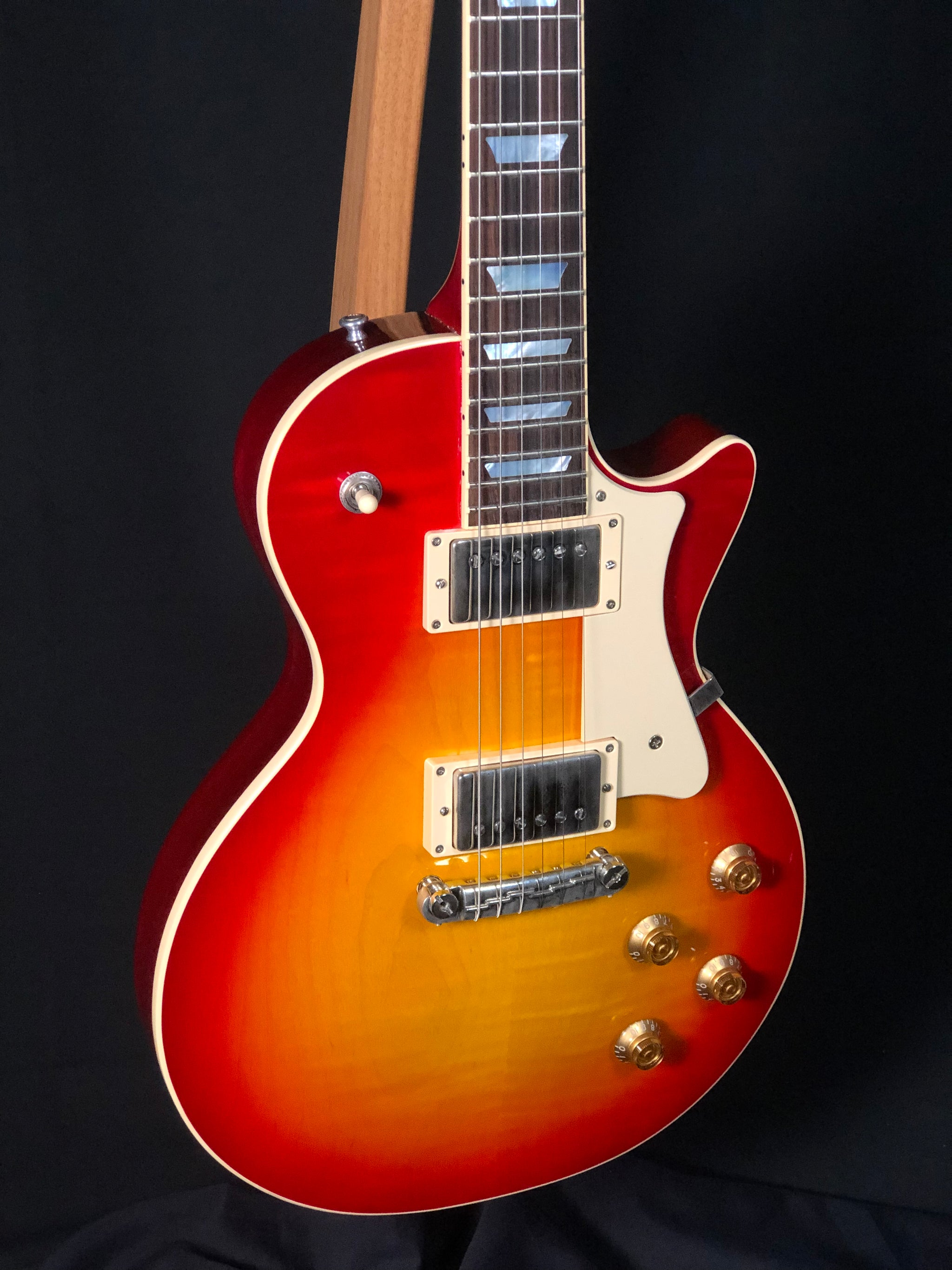 H150 Vintage Cherry Sunburst