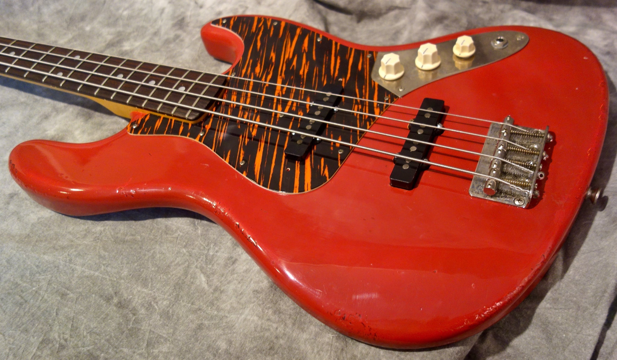 Jimmy Wallace VJ Bass