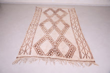 Moroccan rug 5.1 FT X 8.2 FT