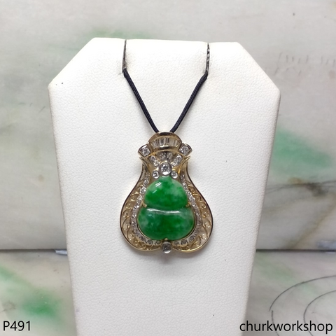 18K yellow gold green jade pendant