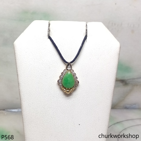 18K yellow gold small jade pendant
