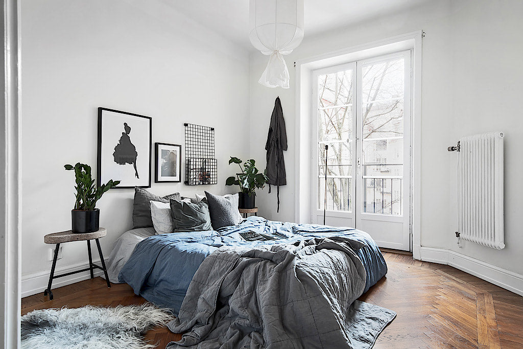 Scandinavian Style | Stockholm apartment with a touch of blue bedroom 12