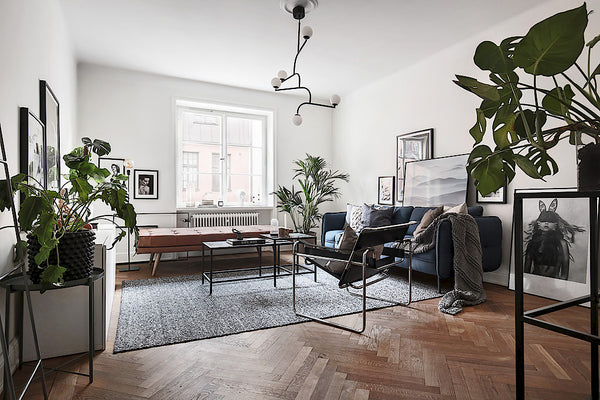 Scandinavian Style | Stockholm apartment with a touch of blue living room 2