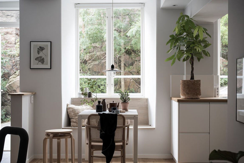 Cosy dining nook in sun-filled Gothenburg apt.