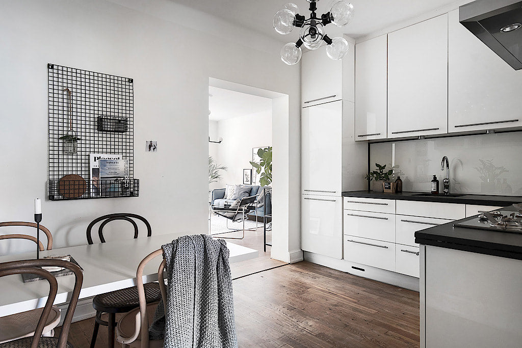 Scandinavian Style | Stockholm apartment with a touch of blue kitchen 11