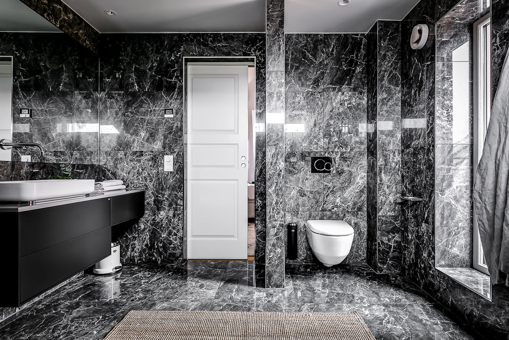 Dramatic bathroom in black marble