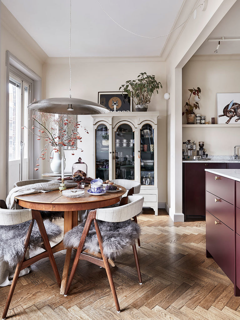 Dining area in beautiful Swedish apt. with traditional and modern style