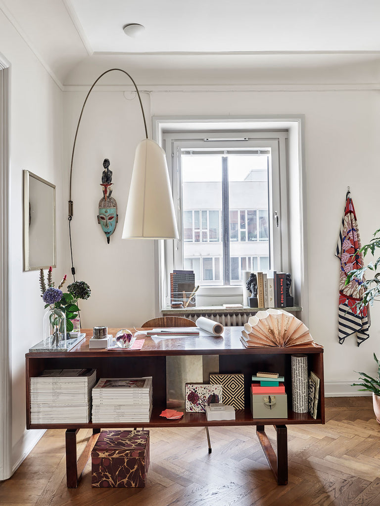 A mix of Swedish traditional and modern style in the workspace